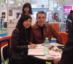 US Customer and Honghui at Exhibition